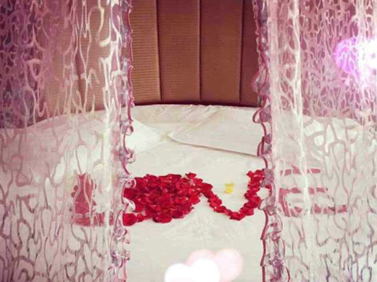 Lovers Room (round bed)